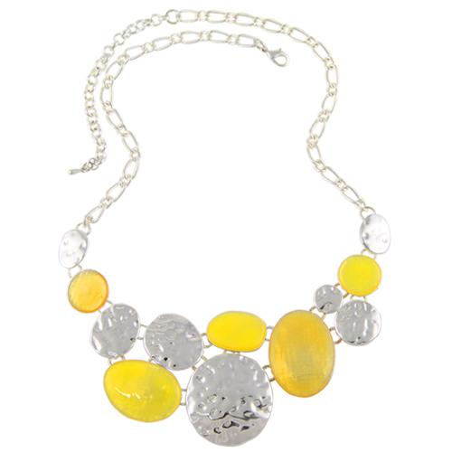 Superbe collier composé de pastilles en métal métal argenté et jaune citron