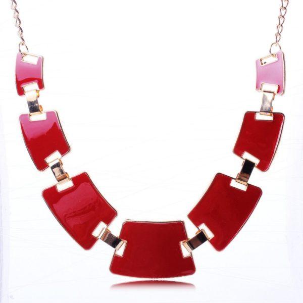 Collier quadrilateres rouge