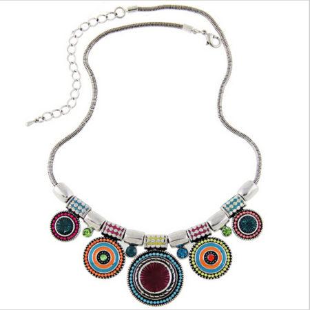 Collier ethnique avec pendentifs circulaires