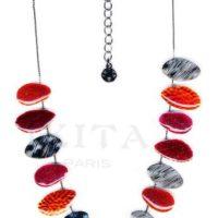 Collier Ikita sur cable avec décoration goutte en métal émaillé