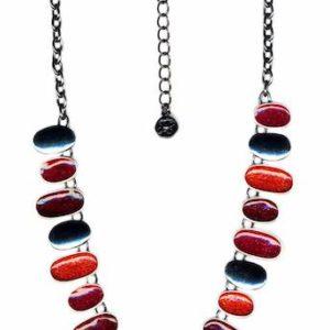 Collier Ikita sur chaîne avec décoration en métal émaillé
